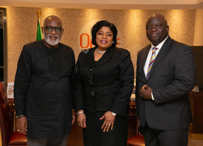 L-R: Governor of Ondo State, Arakunrin Rotimi Akeredolu; Executive Director, Lagos & Southwest, Fidelity Bank Plc, Mrs. Nneka Onyeali-Ikpe; and regional bank head, South West 1, Fidelity bank plc, Adebayo Adeyinka when the Management of Fidelity Bank Plc paid a courtesy call on the Governor of Ondo State … Wednesday, July 24, 2019.
