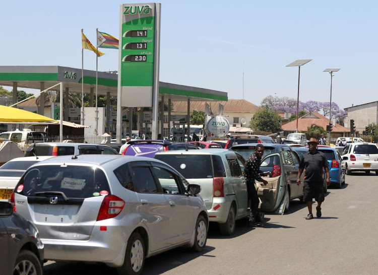 •Vehicles queuing for petrol in Harare, Zimbabwe