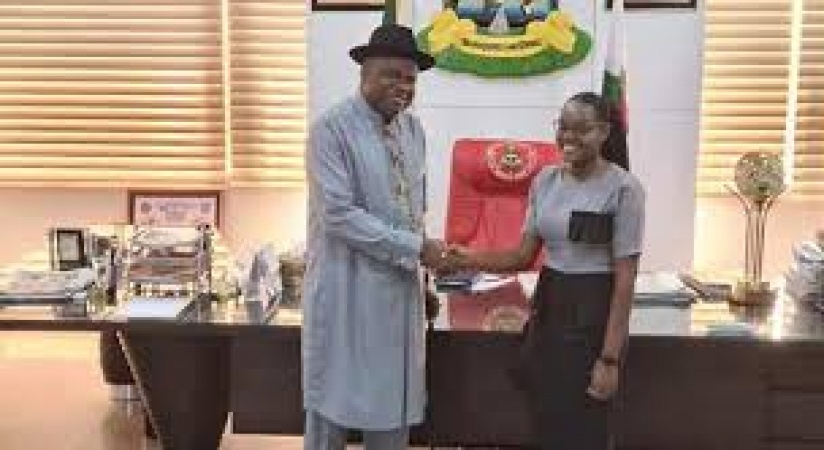 Gov. Diri awards scholarship to double first class female law graduate •Names Eradiri New Face of Bayelsa Girl Child - News Express Nigeria