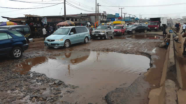 •A portion of bad road on Lagos-Abeokuta Expressway