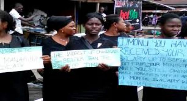 •Protesting employees of the Abia State Estate Development Agency . . . on Thursday