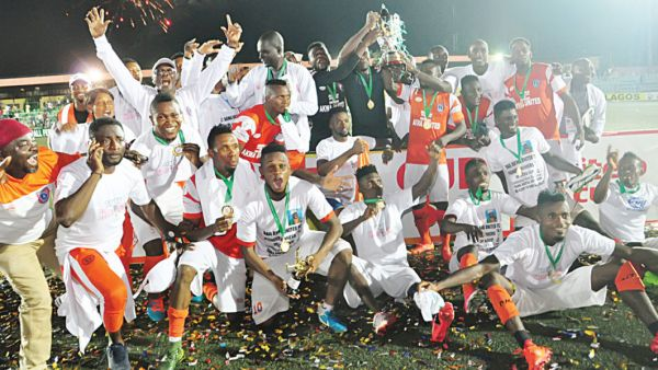 •Akwa United celebrating their Aiteo Federation Cup triumph on Sunday in Lagos.