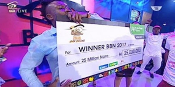 •2017 #BBnaija winner Ejeba Michael Efe with his N25m cheque on Sunday night.