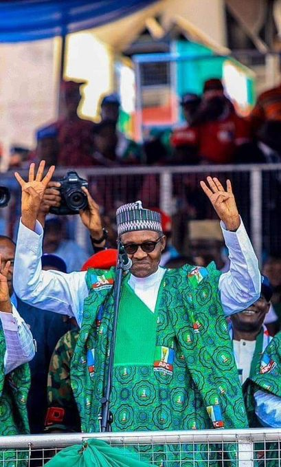 •President Buhari taking the oath of office in 2015 flashing the 4 + 4 sign