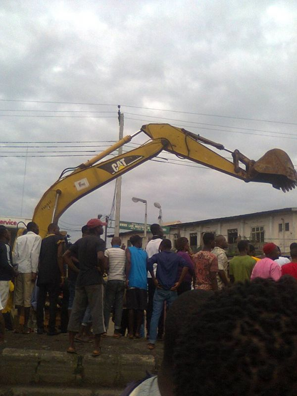 •Bulldozer at work, demolishing Eke-Ukwu Owerri Market. Photo: Ikenna Samuelson Iwuoha