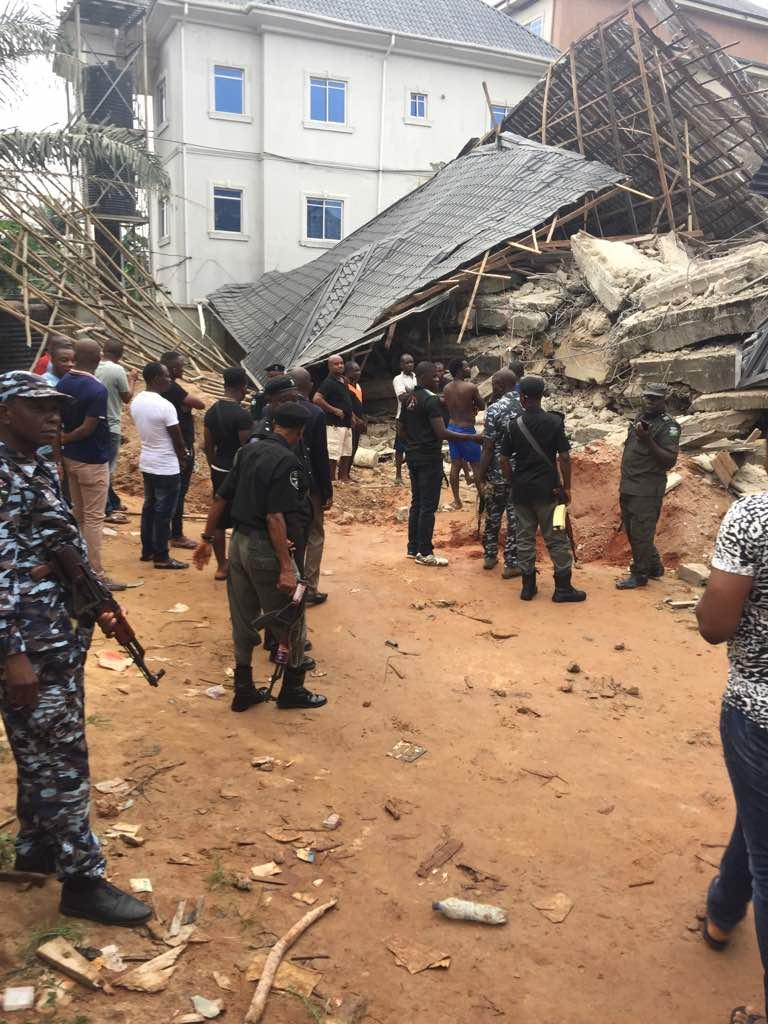 •Policemen and rescue workers at the site of the collapsed building. Photo: Pamela Eboh/News Expre