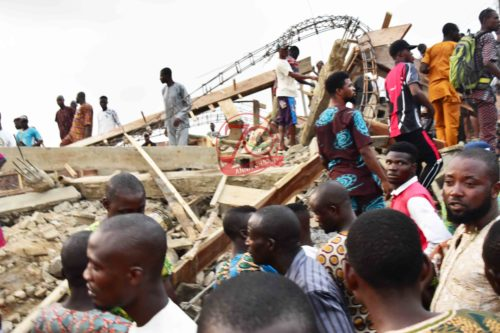 •Crowd of helpless people at the site of the collapsed building. Photo: Nigerian Tribune.