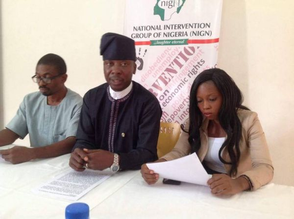 •Comrade Segun Akinloye (middle) while addressing the press conference on Tuesday, in Abuja