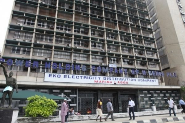 MOPOL officer assaults Eko Electric disconnection team