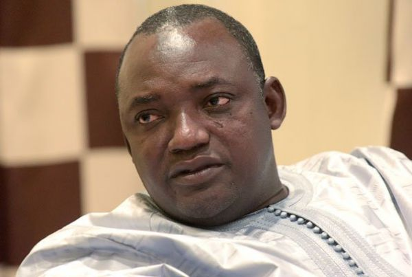 Gambia: Barrow moves to Senegal for safety