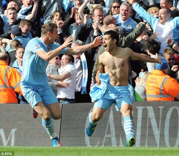 Goal-crazy Manchester City take over EPL top spot
