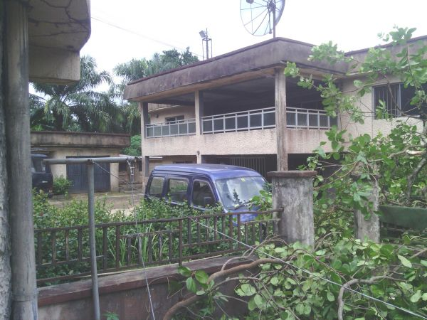 •Country home of Evans's father, Stephen Onwuamadike, in Umudim, Nnewi. Photo: Pamela Eboh.