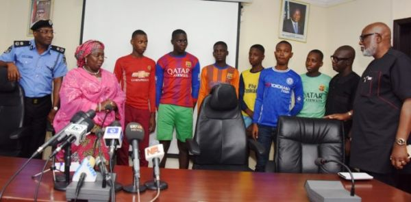 •The rescued students of Igbonla Model College, Epe Lagos, during a press briefing of Friday eveni