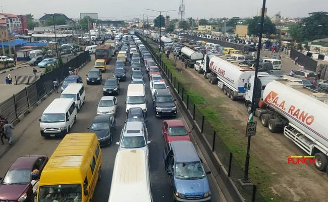 •A typical traffick jam on Lagos-Ibadan Expressway