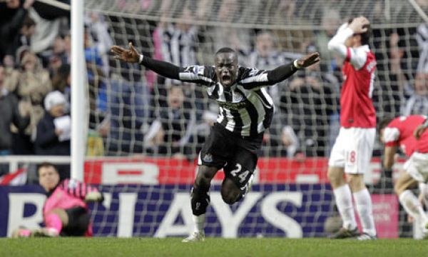 •Tiote celebrating his famous dying minute equaliser against Arsenal.
