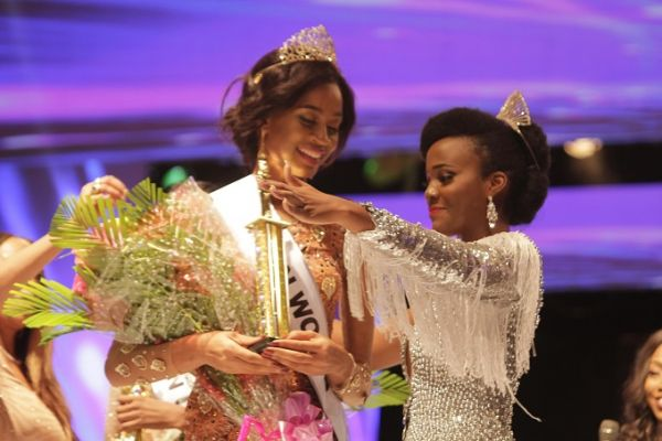 •2017 MBGN Ogechi Ihezuo being crowned last Friday.