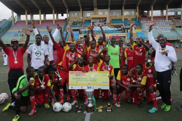 •NNPC/Shell 2017 Champions, Hensen Demonstration School celebrating their victory at the Teslim Ba