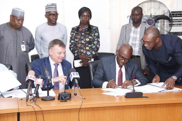•NLNG MD/CEO Tony Attah signing the agreement