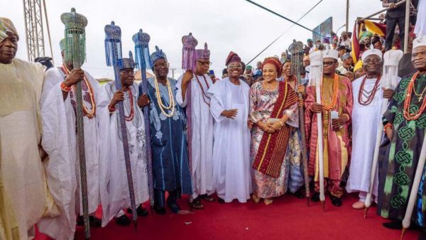 •A cross section of the newly crowned Ibadan obas with Governor Ajimobi and wife . . . on Sunday.