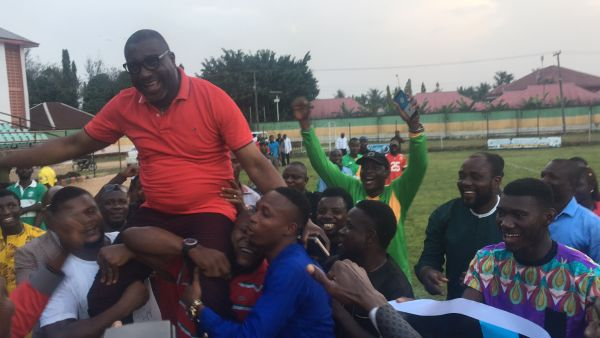•Go Round FC President, Felix Obuah, carried shoulder high by fans after the decisive game.