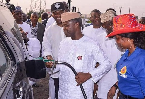 •Vice President Osinbajo dispensing fuel at a Lagos filling station