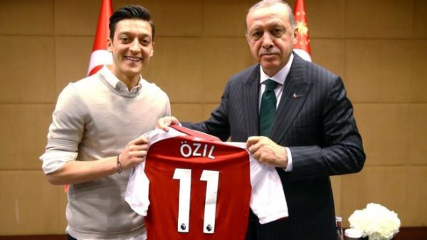 Outrage in Germany over Ozil, others photos with Turkish President