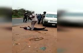 • Photo shows Customs officer shoot man dead over alleged N5000