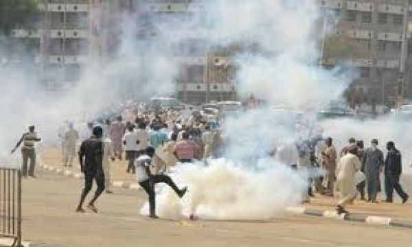 •Police battling 'Free Zakzaky' protesters, on Monday in Abuja