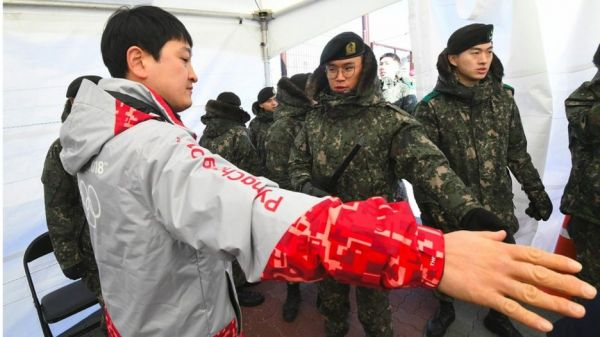 •Soldiers took on the work of guarding Pyeongchang's ice arena ahead of the Winter Olympics
