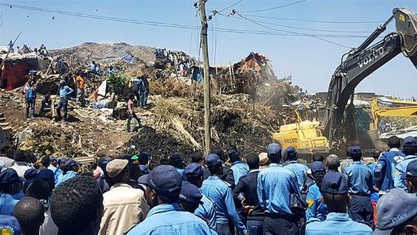 •Rescue workers and sympathisers at the collapsed Ethiopian garbage dump.