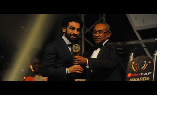 •Mohamed Salah receiving the CAF Award on Thursday night in Ghana