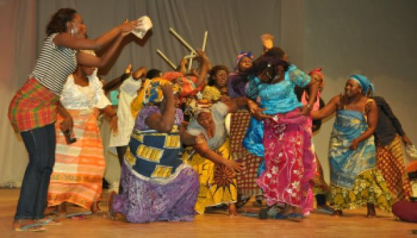 •Bayelsa cultural troupe during a performance