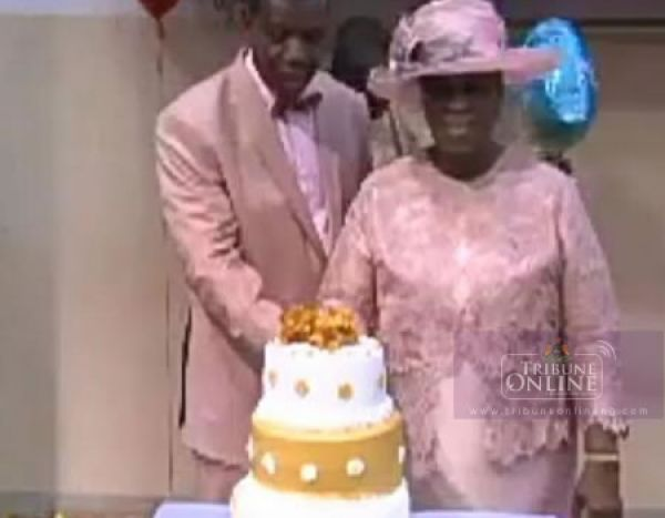 •The Adeboyes cutting wedding anniversary cake.
