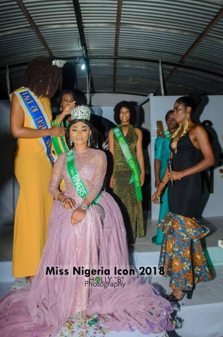 •Miss Rivers, Stephanie James, being crowned Miss Nigeria Icon 2018