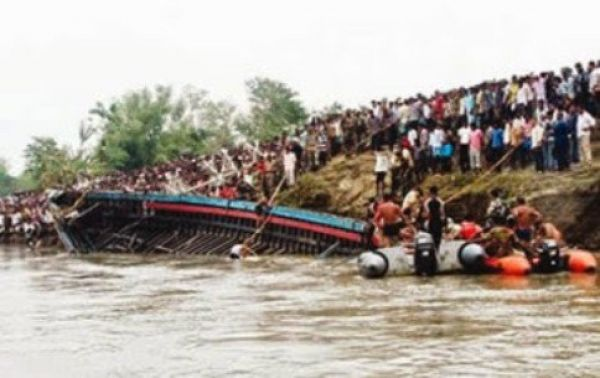 24 cheat death in Lagos boat collision
