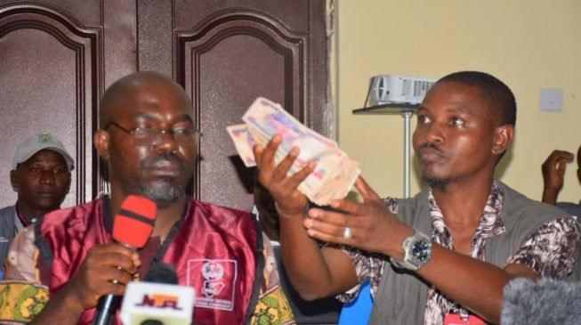 Kogi election: Collation officer presents N50k bribe offered by politicians