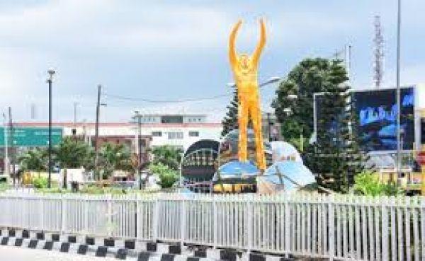 •Fela erected at Allen Roundabout in Ikeja