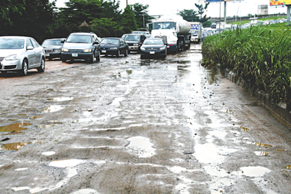 •A bad portion of the Lagos International Airport road.