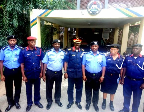 •NSCDC and Police chiefs in a group photograph during the visit.