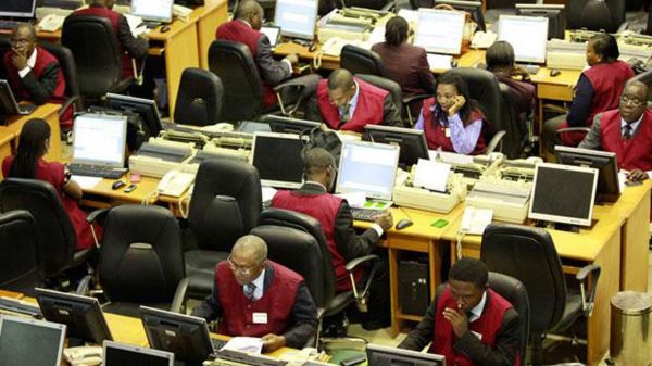 •Stock brokers on the floor of the NSE