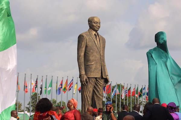 •South African President Jacob Zuma's statue erected in Owerri by Okorocha